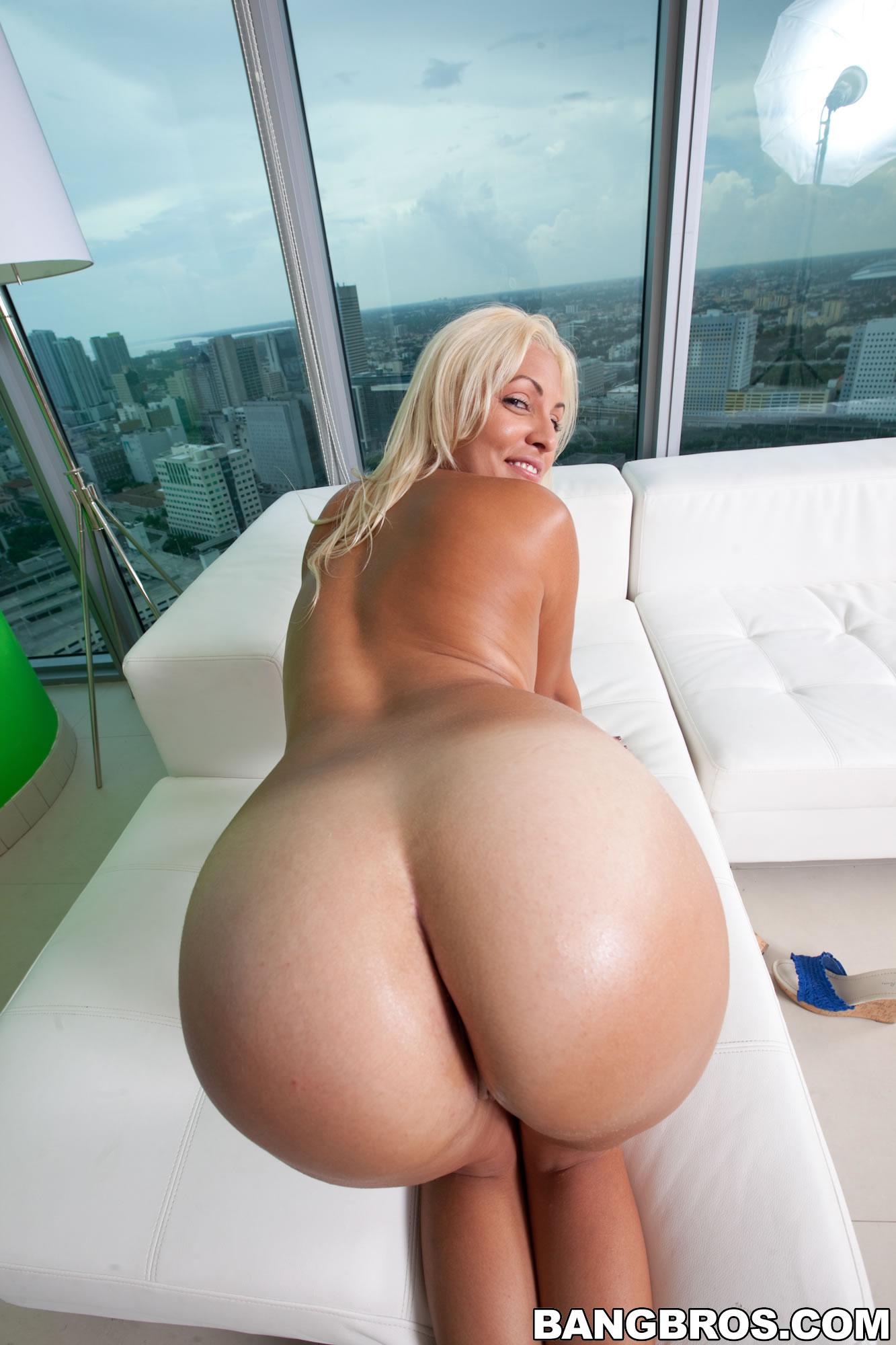 Rachel busty